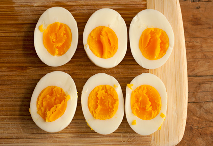 split hard boiled eggs